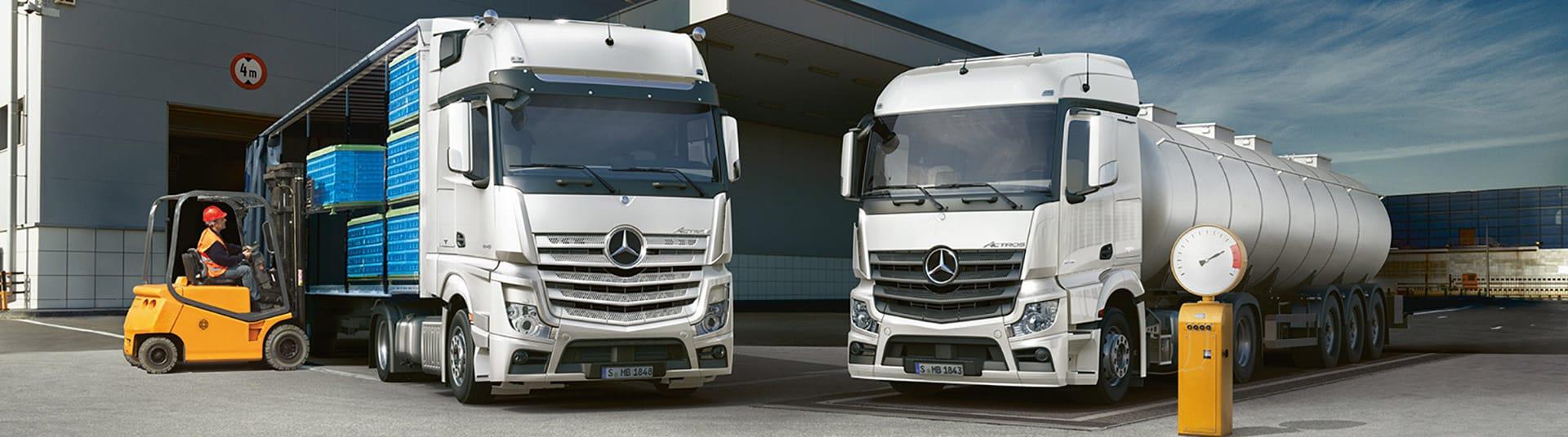 Zwei Mercedes Actros